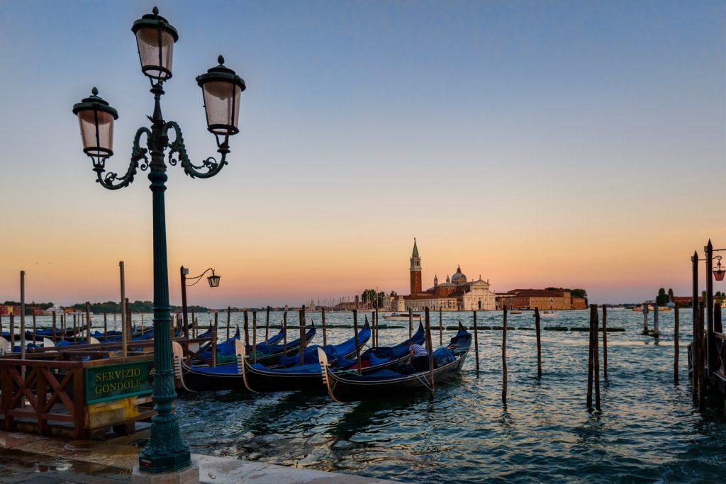 venice-gondola-sunset-italian-163776
